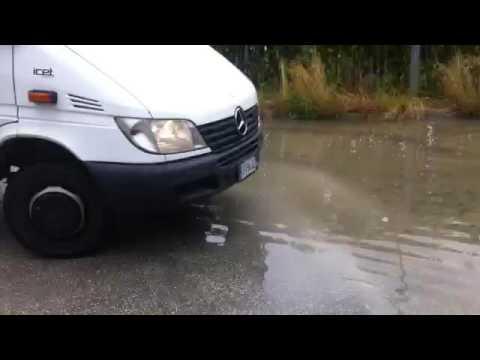 Montesilvano, fogne rotte: l'acqua sporca finisce nel fiume VIDEO-FOTO