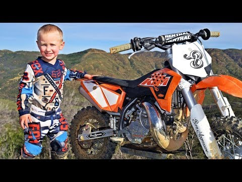 Video 4-Year-Old Biker Is A Motocross Superstar download in MP3, 3GP, MP4, WEBM, AVI, FLV January 2017