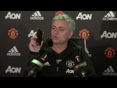 FUNNY: Jose Mourinho Answers Phone To talkSPORT At Press Conference (видео)