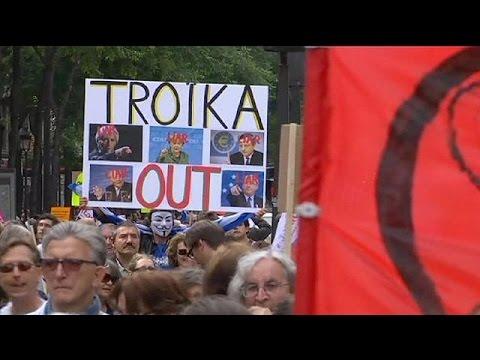 Νέα πρόταση της Αθήνας και διαδηλώσεις συμπαράστασης σε Παρίσι-Βερολίνο
