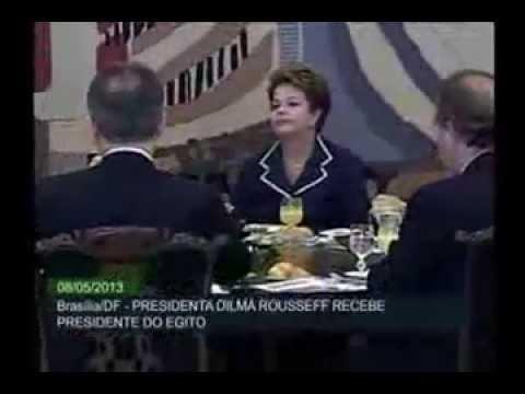 بالفيديو.مرسي يرفض مشروب لاعتقاده أنه خمر بالبرازيل