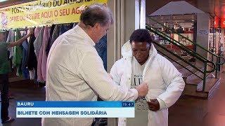 Morador de Bauru surpreende e emociona ao doar agasalho com mensagem solidária