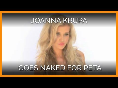女模上身赤裸,下身僅穿一條內褲,諷刺女性穿著皮草!