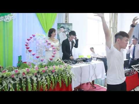 Chú rể Chơi DJ Có anh ở đây rồi trong đám cưới