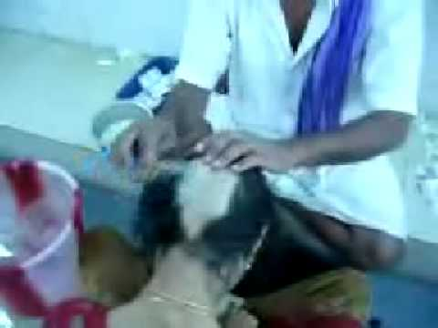 Indian Women Head Shave At Tirupati