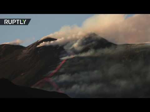 العرب اليوم - بالفيديو: لحظة ثوران بركان