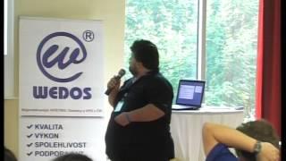 Foto z akcie WordPress konference prednáša Vladislav Musílek.
