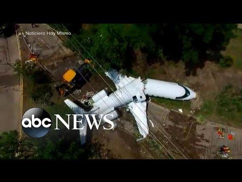 Jet attempting to land in Honduras goes off runway, cracks in 2