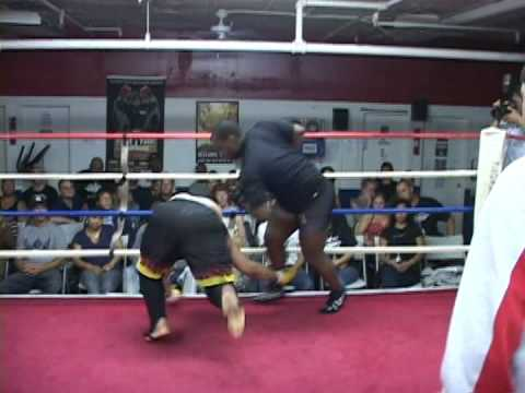 Shawn Obasi shows off his Wing Chun with a 18 Sec KO