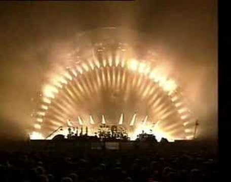 Wall - Live Performance by Pink Floyd.