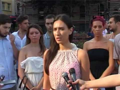 Демократска омладина: Власт прво штеди на младима и најугроженијима