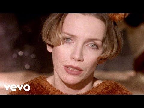 Tekst piosenki Annie Lennox - A whiter shade of pale po polsku