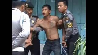 Video AKSI POLISI BLITAR AMANKAN PREMAN MABUK MP3, 3GP, MP4, WEBM, AVI, FLV November 2018