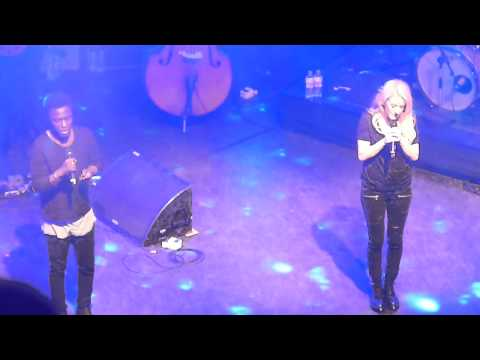 Ellie Goulding ft. Kwabs – Explosions (HD)(Live @ Streets Of London, 16/12/2014)