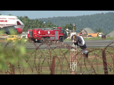 Video Air India Boeing Tyre Blasts on Landing | Karippur International Airport | No casualities download in MP3, 3GP, MP4, WEBM, AVI, FLV January 2017