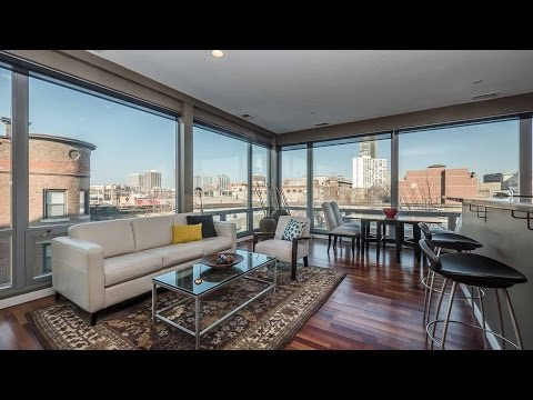 A spacious Wrigleyville two-bedroom