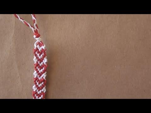 braccialetto con cuori in macramè