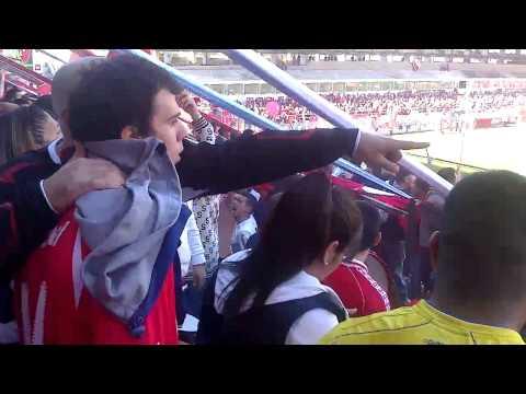 Gran recibimiento de la Hinchada de Independiente - La Barra del Rojo - Independiente