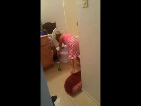 Bathroom Boogie (видео)