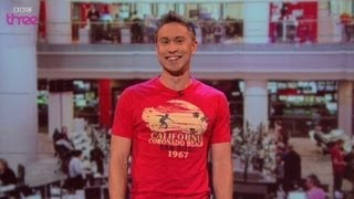 Video The Queen photobombs the news - Russell Howard's Good News - Series 8 Episode 8 Preview - BBC Three MP3, 3GP, MP4, WEBM, AVI, FLV Juli 2018