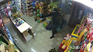 Napad na sklep 14.02.2020. Kasjerka przegoniła go mopem!