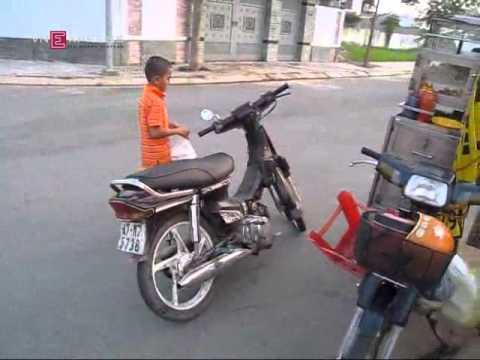 Video hài Boy 13 tuổi phóng xe máy bạt mạng