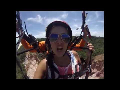 Voo de Parapente em Arraial D'ajuda - Giovani e Polly ((HD))