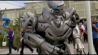 Titan the Robot punches drunk guy. Butlins Bognor 2010.
