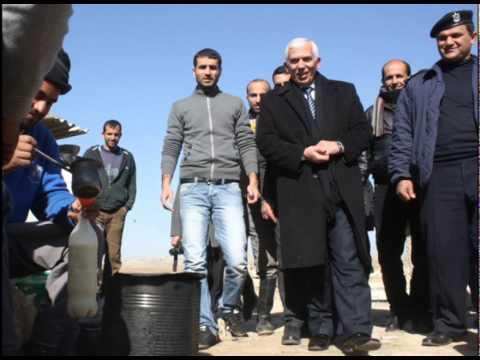 محافظ الخليل كامل حميد يلبي نداء مواطنة على الهواء مباشرة ...كل الاحترام والتقدير لك  - محافظة الخليل