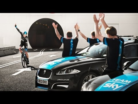 Film: Chris Froome cycles from England to France through Channel Tunnel