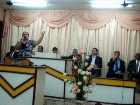 Andréia Lima   de Monte Alto cantando em Cafelândia - SP