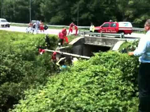 Il motociclista caduto nel fiume