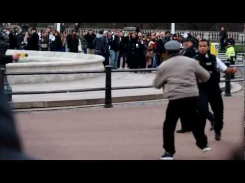 Wielding - A crazy man with a Knife to his throat brought the Changing of the Guard to a halt at Buckingham Palace. Watch as the police taser him to the ground and arre...