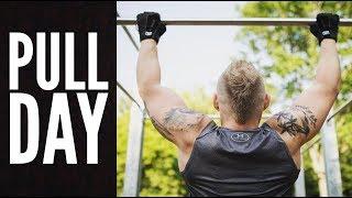 Meinen Pull Day Trainingsplan erkläre ich euch heute per Voice Over. Wer im Fitnessstudio trainiert, kann sich bestimmt den...