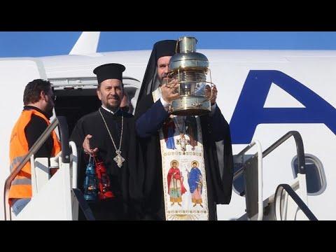 Στην Αθήνα το Άγιο Φως – Δεν διανέμεται σε εκκλησίες και πιστούς…