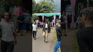 Video Bus wisata terobos tenda pengantin yang melintang di jalan. MP3, 3GP, MP4, WEBM, AVI, FLV Mei 2018