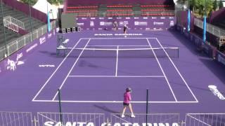 Tenistas treinam na quadra central do Brasil Tennis Cup