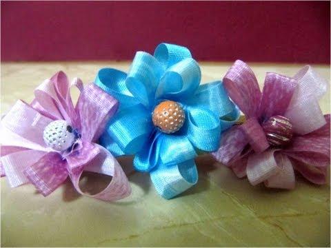 Lazos con flores de cintas para el cabello