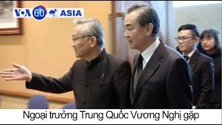 Tin tức: http://www.facebook.com/VOATiengViet, http://www.youtube.com/VOATiengVietVideo, http://www.voatiengviet.com. Nếu không vào được VOA, xin các bạn hãy vào http://vn3000.com để vượt tường lửa. Cuộc khủng hoảng thánh chiến ở Marawi, Philippines, bước sang tháng thứ ba. Thái Lan và Trung Quốc thảo luận siết chặt bang giao thông qua dự án đường sắt tam quốc. Tổng thống Indonesia tăng cường cuộc chiến chống ma túy.The Philippines militant crisis in Marawi enters its third month, with more than 500 people dead so far, including 45 civilians.  Chinese Foreign Minister Wang Yi meets with his Thai counterpart in Bangkok to discuss deepening ties through a key railway project, expected to link the industrial east with southern China through Laos. Indonesian President Joko Widodo instructs law enforcement to shoot drug traffickers, drawing comparisons with the bloody anti-drugs war waged by Philippines President Rodrigo Duterte.  Fourteen year old giant panda Jun Zhu gives birth to a female cub at the Wolong Nature Reserve in Sichuan, China.