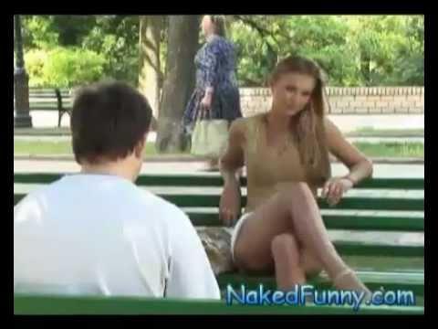 長腿美女直接在你面前張開雙腿…是男人怎麼可能不看?!