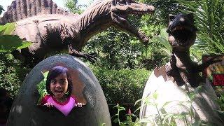 Video Ketemu Banyak Dinosaurus Saat Yaya Masuk Hutan | Petualangan Dinosaurus di Taman Legenda TMII MP3, 3GP, MP4, WEBM, AVI, FLV April 2019