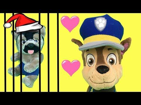 Peppa Pig en español - Aprende con juguetes Paw patrol y Chase a adoptar cachorro de patrulla canina. Papá Noel en Navidad