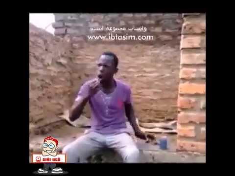 Anh da đen bị troll khi đánh răng