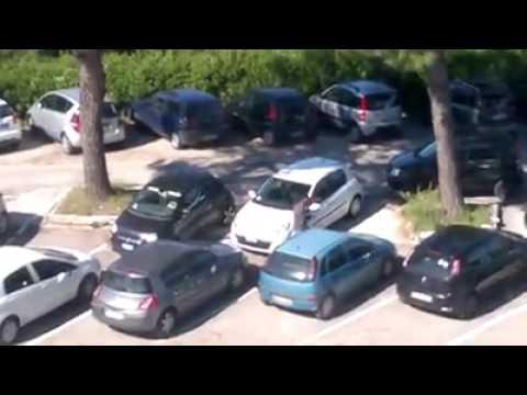 Teramo, parcheggiatori abusivi al Mazzini VIDEO