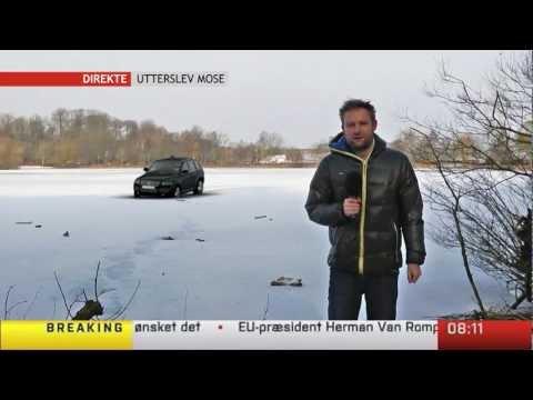 Bil går igenom isen under direktsändning
