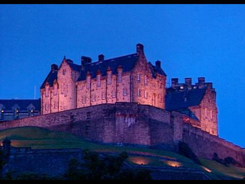 Travel - Whoever travels to Scotland, meets a beautiful and rich country, rich in beauty and history. The majestic castles greet the visitor in every corner of the co...