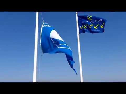 Alcaidesa Marina iza su octava Bandera Azul