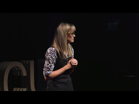 Ver vídeo Socially Constructing Down Syndrome: Confessions of a Rockin Mom | Cara Jacocks | TEDxACU