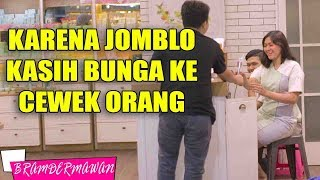 Video Jadi BAPER !! Jomblo Kasih Bunga Ke Cewek Cantik Gara Gara ? - Bram Dermawan MP3, 3GP, MP4, WEBM, AVI, FLV April 2019