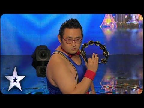 這位日本鈴鼓達人在亞洲達人秀上的表演震撼全場!連評審都忍不住起身鼓掌…